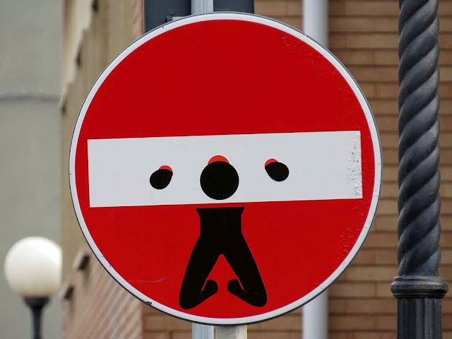 Clet Abrahams, pillory on a no-entry sign, scali Manzoni, Livorno
