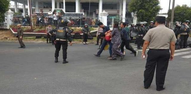 Aksi Represif Aparat Ke Mahasiswa, Wiranto Ogah Ngomong