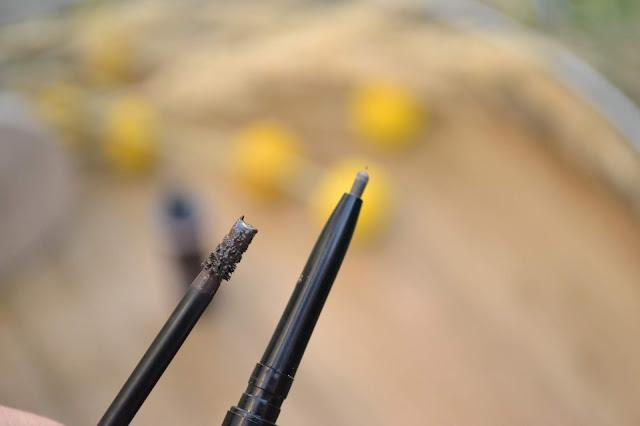 Gél na obočie - Dark Brunette a Tenká kontúrovacia ceruzka na obočie- Black Brown