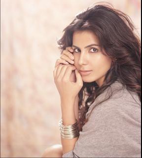 Kirti Kulhari Images And HD Wallapers, Cute Kameena Actress Kirti Images