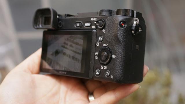 máy ảnh crop tốt nhất 3