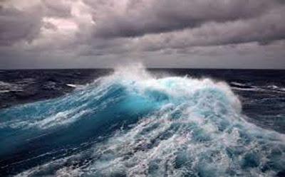 Ambon, Malukupost.com - Badan Meteorologi Klimatologi dan Geofisika (BMKG) Stasiun Meterologi Pattimura Ambon mewaspadai gelombang tinggi di wilayah maluku mencapai 4 hingga 6 meter yang berlaku 6-9 Mei 2019.    Tinggi gelombang 4-6 meter (sangat tinggi) berpeluang terjadi di laut Banda bagian selatan, perairan kepulauan Kei, perairan Sermata -Leti dan Laut Arafura bagian barat, kata Kepala BMKG Stasiun Pattimura Ambon, Ot Oral Sem Wilar, Senin (6/5).
