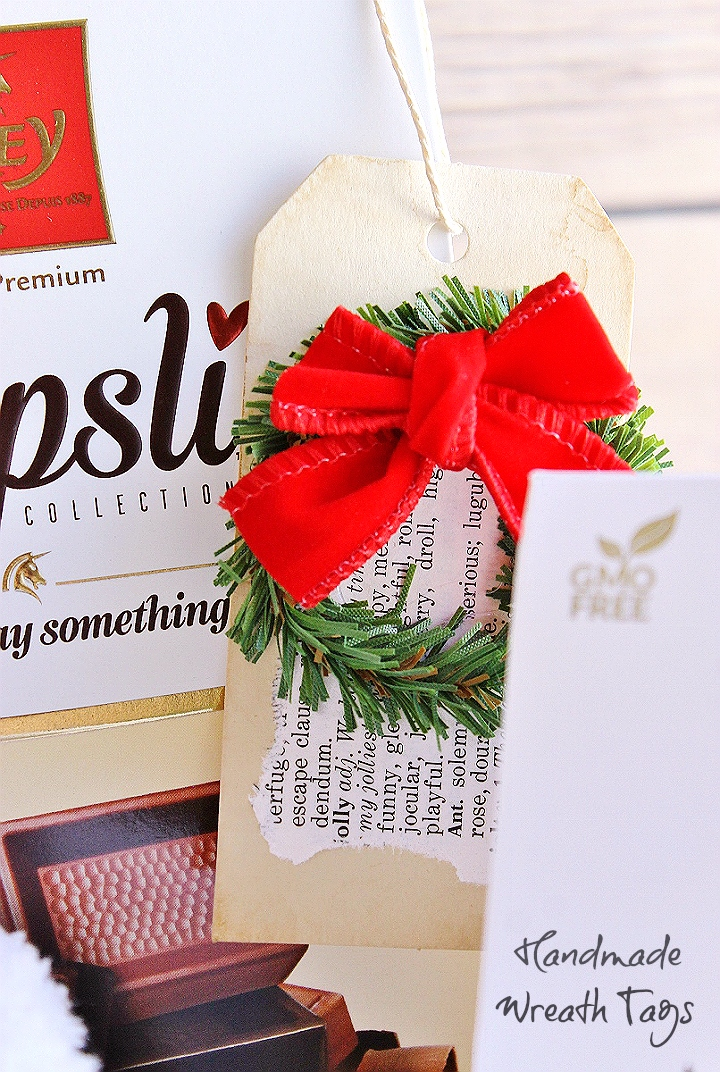 These handmade wreath gift tags are cheap and simple to make but pack a big 'wow' factor! #FreyHoliday #ChocolatFrey #AD