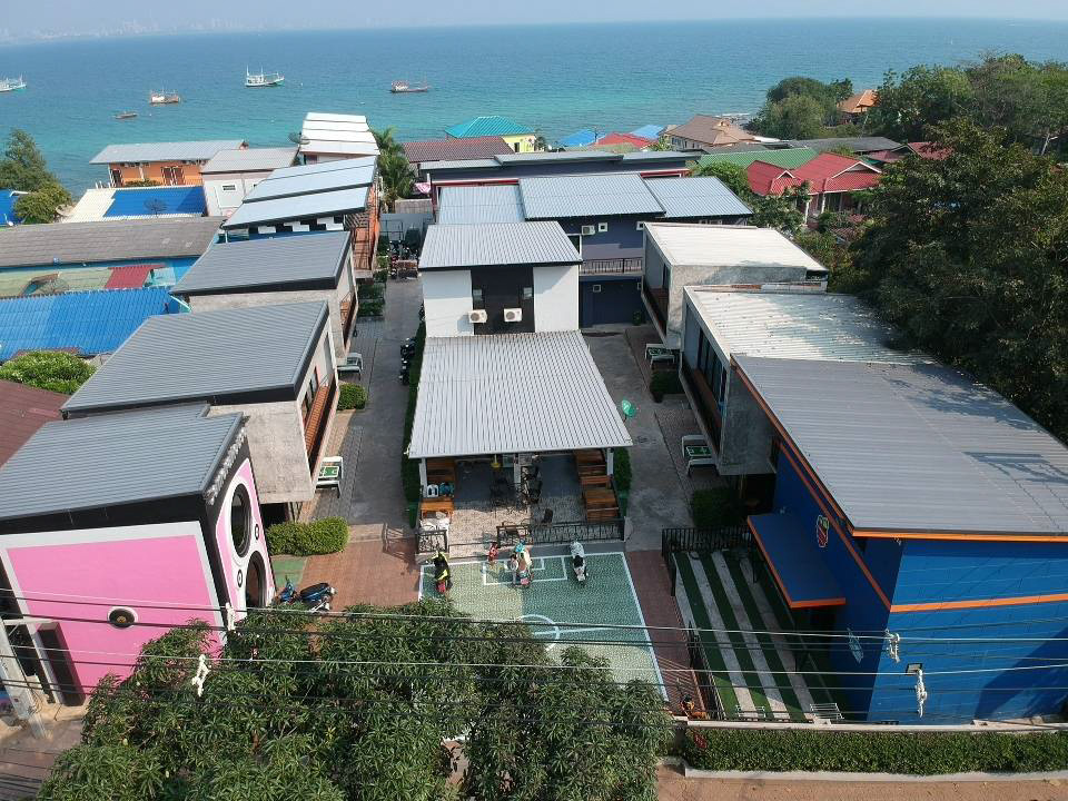 Koh Larn F.C. ที่พักสุดแนวบนเกาะล้าน