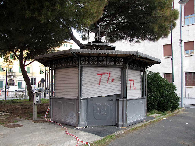 Parking booth, piazza dell'Unità d'Italia, Livorno