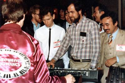 La primera conexión MIDI entre sintetizadores de diferentes marcas tuvo lugar en el Winter NAMM de enero de 1983 en Anaheim, California