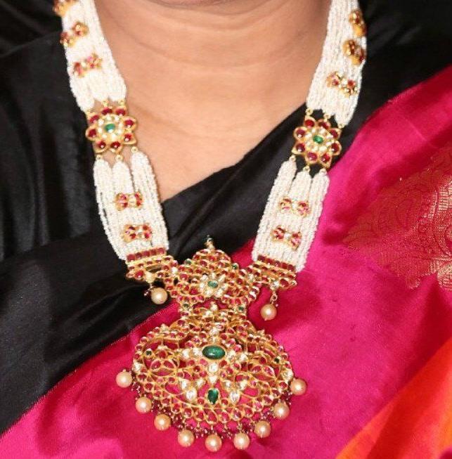 Small Pearls Haar with Kundan Locket