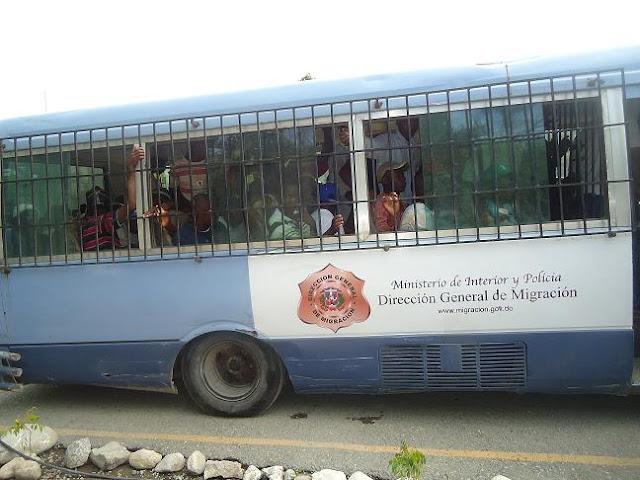 Detienen 64 haitianos indocumentados en (RD).