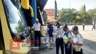 Seluruh Bus Dilakukan Ramp Check Sebelum Berangkat Dari Terminal Rajekwesi