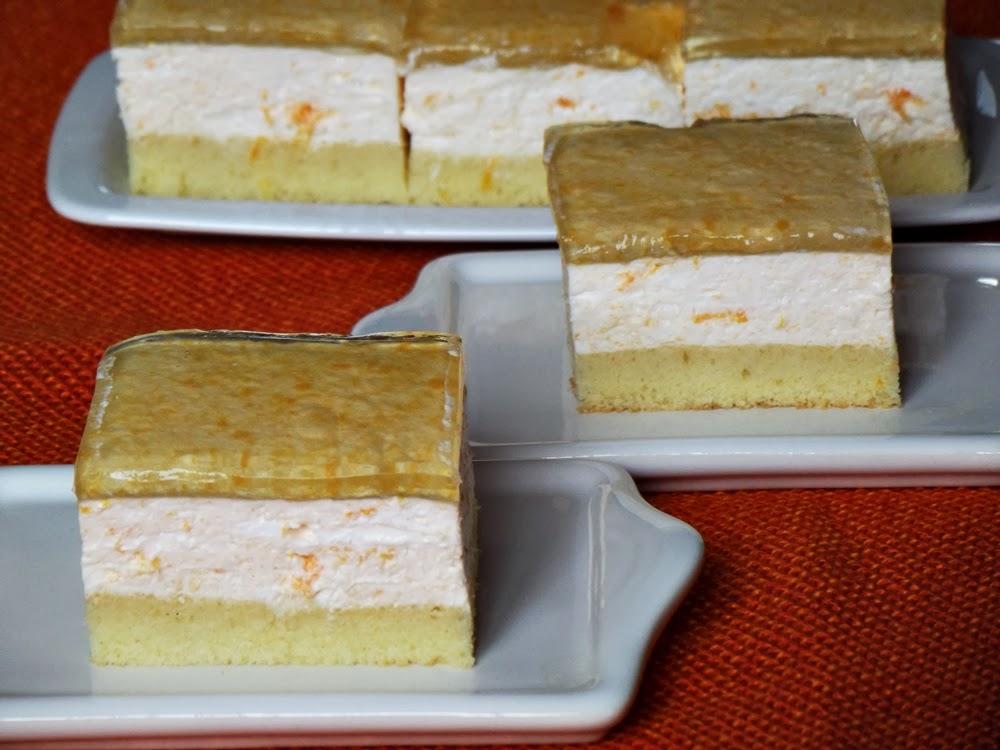 http://www.caietulcuretete.com/2013/06/prajitura-cu-caise-si-iaurt.html
