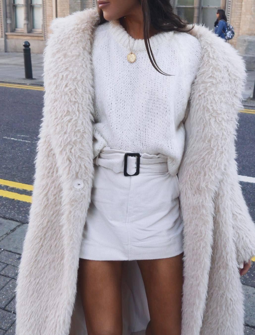 all black eerything / skirt + sweater + fur coat