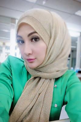 Artis Cantik Natalia Sarah hijab cantik dan manis