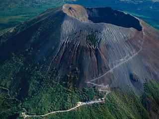 10. Gunung Vesuvius, Italia