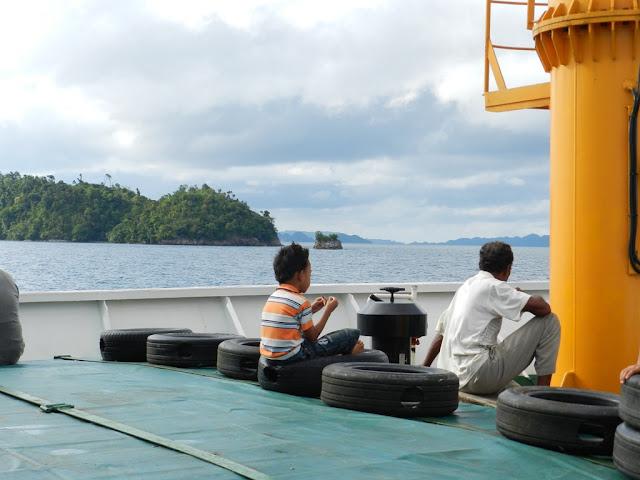 Perjalanan dengan kapal dari Sorong ke Misool dan Maluku