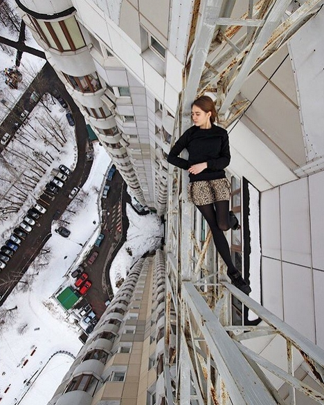 Russian Girl Angela takes The dangerous selfies