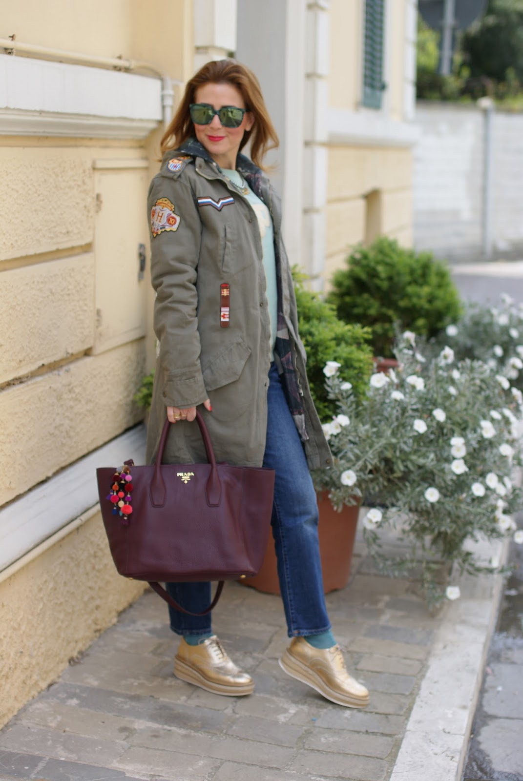Simple casual outfit with military green Parka jacket Lorenzo Mari golden brogues on Fashion and Cookies fashion blog, fashion blogger style