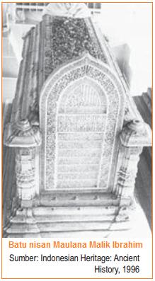 Batu nisan Maulana Malik Ibrahim - Sumber Sejarah Masuknya Islam ke Indonesia