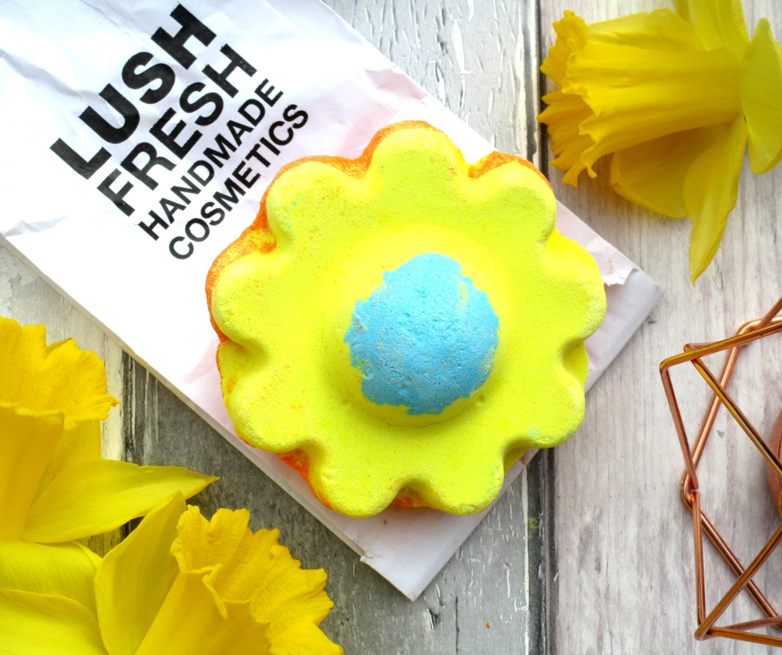 Haysparkle Lush Ups A Daisy Bath Bomb Review