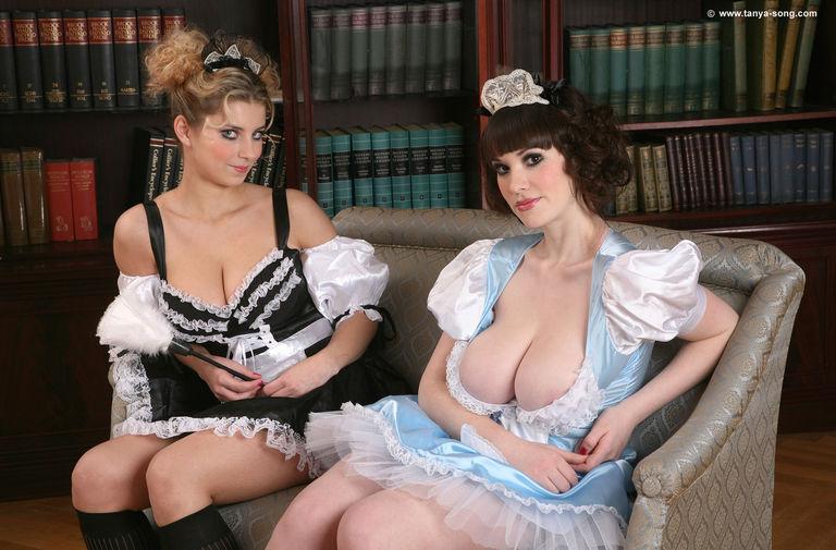 развратная гувернантка с безразмерной грудью