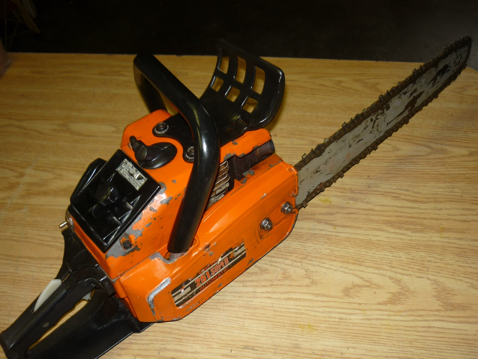 VINTAGE CHAINSAW COLLECTION: OLYMPIC OLEO MAC SUPER 250 A