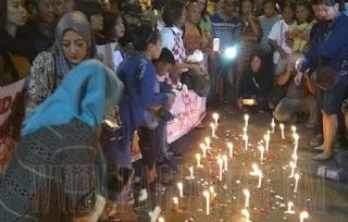 Aksi Bakar Lilin Di Lokasi Kampung Melayu
