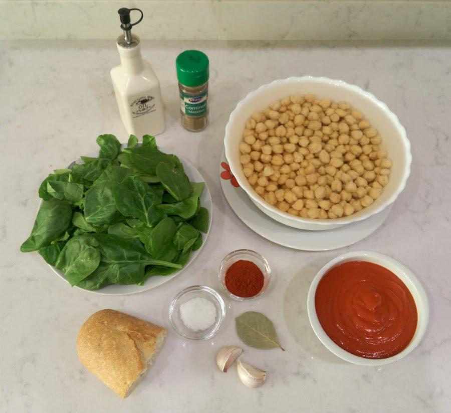 Ingredientes garbanzos con espinacas