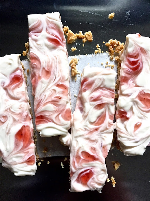 dessert - no-bake greek yogurt strawberry cheesecake