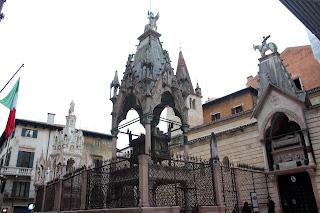 Arche Scaligere. Cementerio en la plaza de los Señores de Verona