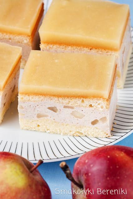 Ciasto jabłkowe przekładane masą cynamonową