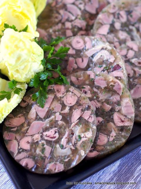 podroby w galarecie a'la salceson , salceson podrobowy , serca i żołądki w galarecie , salceson z ser i żołądków , do chleba , wyroby domowe , zrób to sam , galaretka , żelatyna , kuchnia polska , najlepsze przepisy , serduszka drobiowe , żołądki drobiowe , podroby z kurczaka , jak zrobić salceson ,