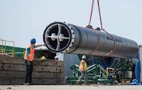 Todo o sistema começa com um tubo de 600 metros de extensão feito de um plástico maleável e ao mesmo tempo super resistente chamado HDPE (polietileno de alta densidade)