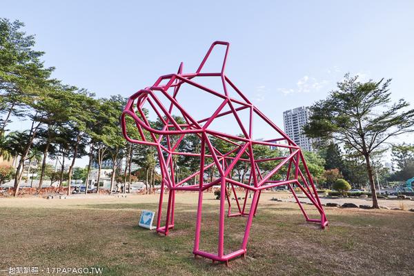 台中西區|台中新地標|草悟道大型粉紅法國鬥牛犬裝置藝術|竹光鄰鄰美好書席