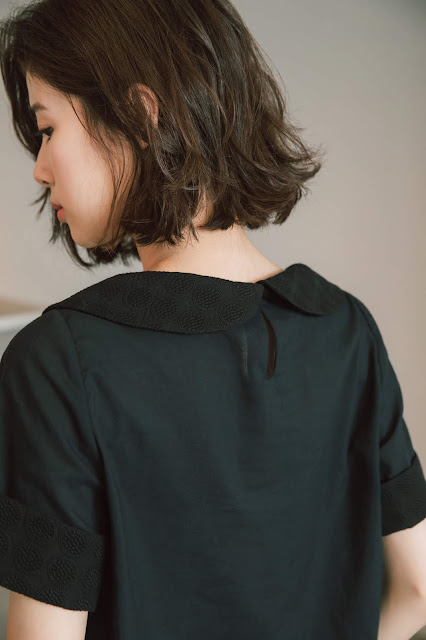 露台夜色刺繡圓領短袖上衣細節特寫
