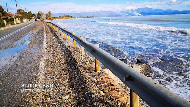 Αδιάβατος από τις πέτρες ο παραλιακός δρόμος Νέας Κίου - Μύλων (βίντεο)
