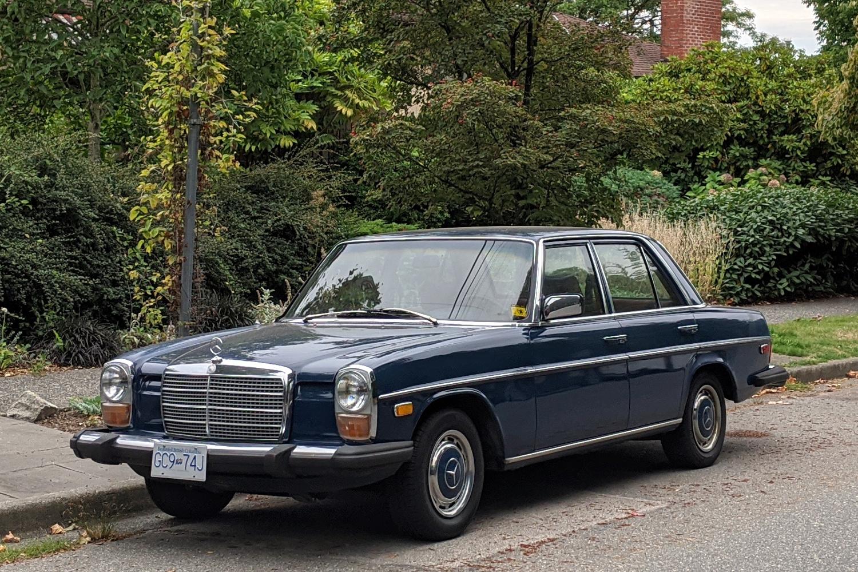 1975 Mercedes Benz 240D 01