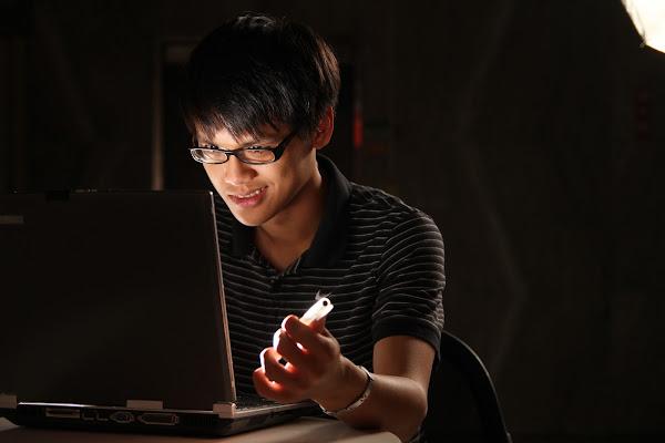 參加 CTF 必須熟習網路技術、作業系統、硬體結構、演算法語資料結構,同時也要有高超的程式撰寫能力,賀大新攝影
