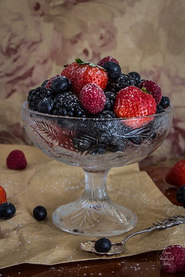 pavlova-frutos-rojos-mascarpone