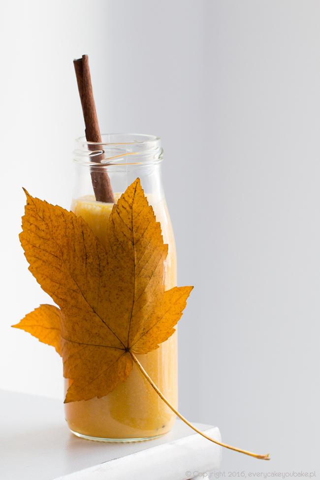 koktajl dyniowy z bananem, imbirem, mlekiem i miodem