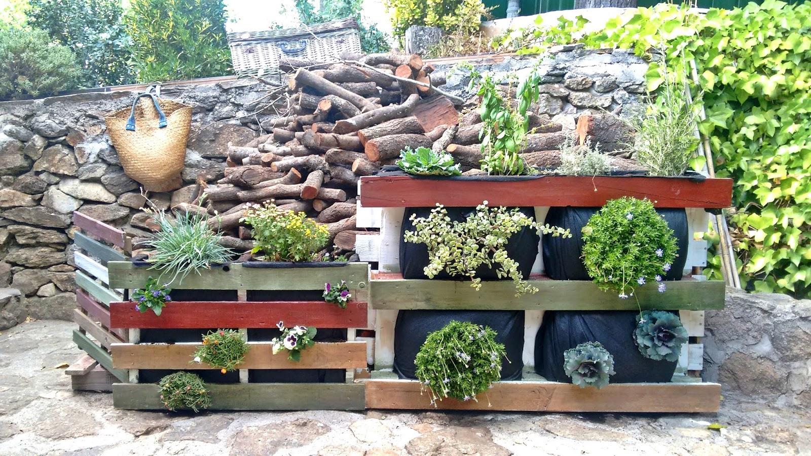Artesana le ero jardinera vertical con palets viejos - Jardineras de madera caseras ...