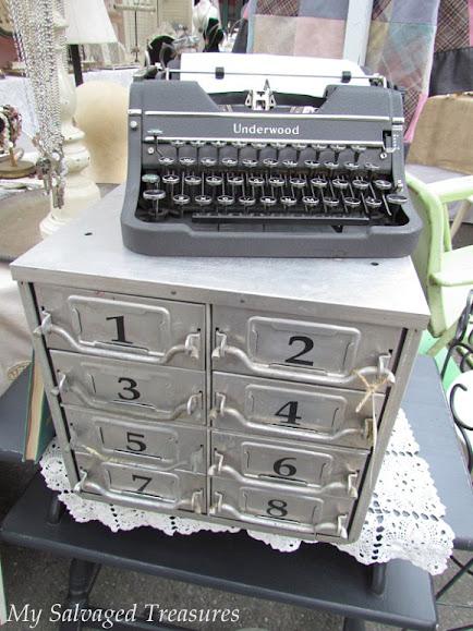 antique show vintage typewriter