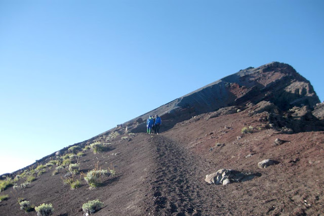 jalur pendakian puncak gunung rinjani lombok