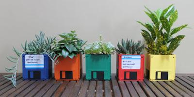 Desain Pot Tanaman Hias Unik di Taman
