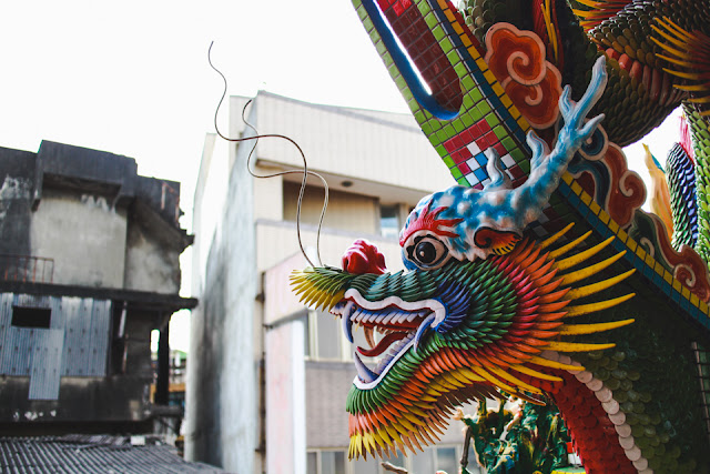 things to do in Taipei | explore the many temples in the city, decorated with colorful dragons