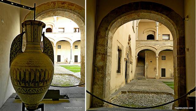 Pátio intermo do Palácio Abatellis de Palermo, sede da Galeria Regional da Sicília