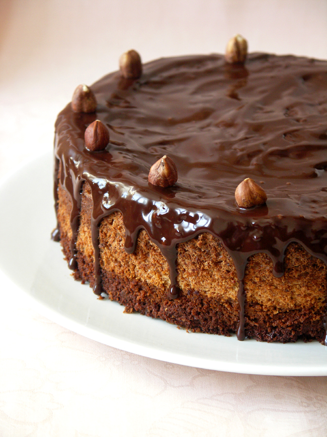 tort orzechowo-migdałowy bez mąki