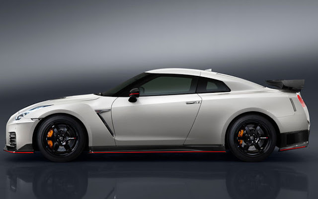 New Nissan GT-R Nismo 2017 base Price $176,585 side view