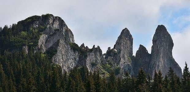 Foto Masivul muntos Rarău din Bucovina