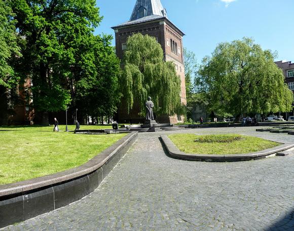 Дрогобыч. Памятник Юрию Дрогобычу