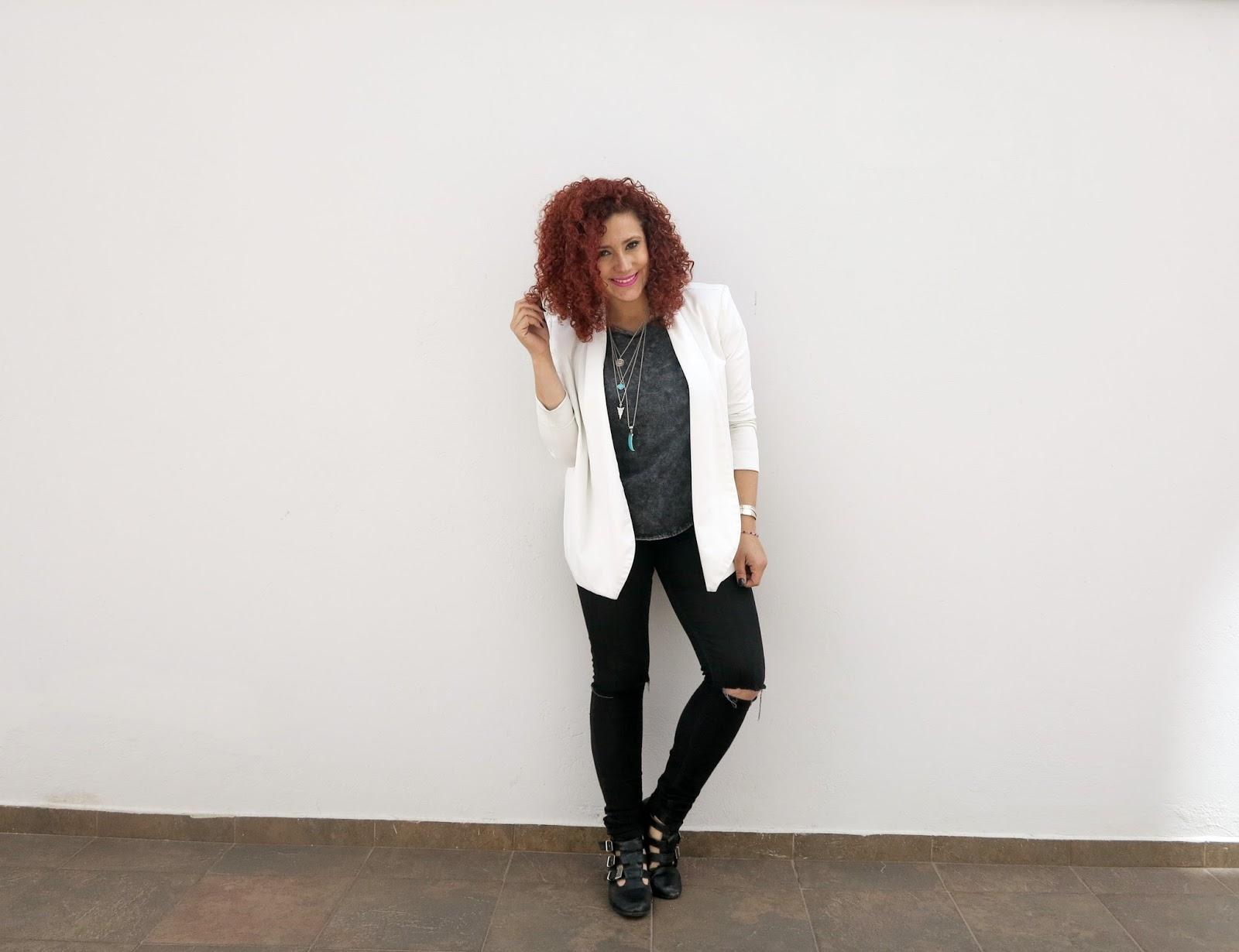 http://www.tastemycloset.com/2015/09/black-jeans-white-blazer.html