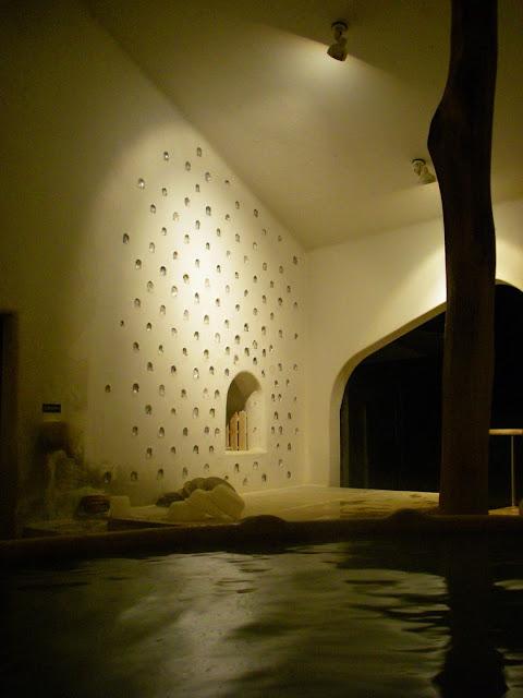 ラムネ温泉と藤森照信の不思議な建築